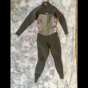 Roxy wetsuit size 8T